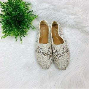 White lace Toms 6